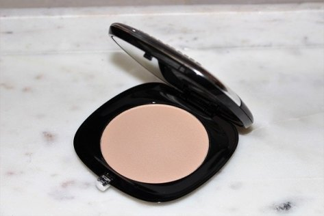 marc-jacobs-accomplice-instant-blurring-beauty-powder-review